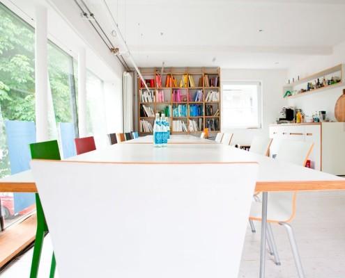 """Coworking Arbeitsplätze – charmante Räume und flexibles Coworking im """"Institut für Form und Farbe"""" in Herrsching"""
